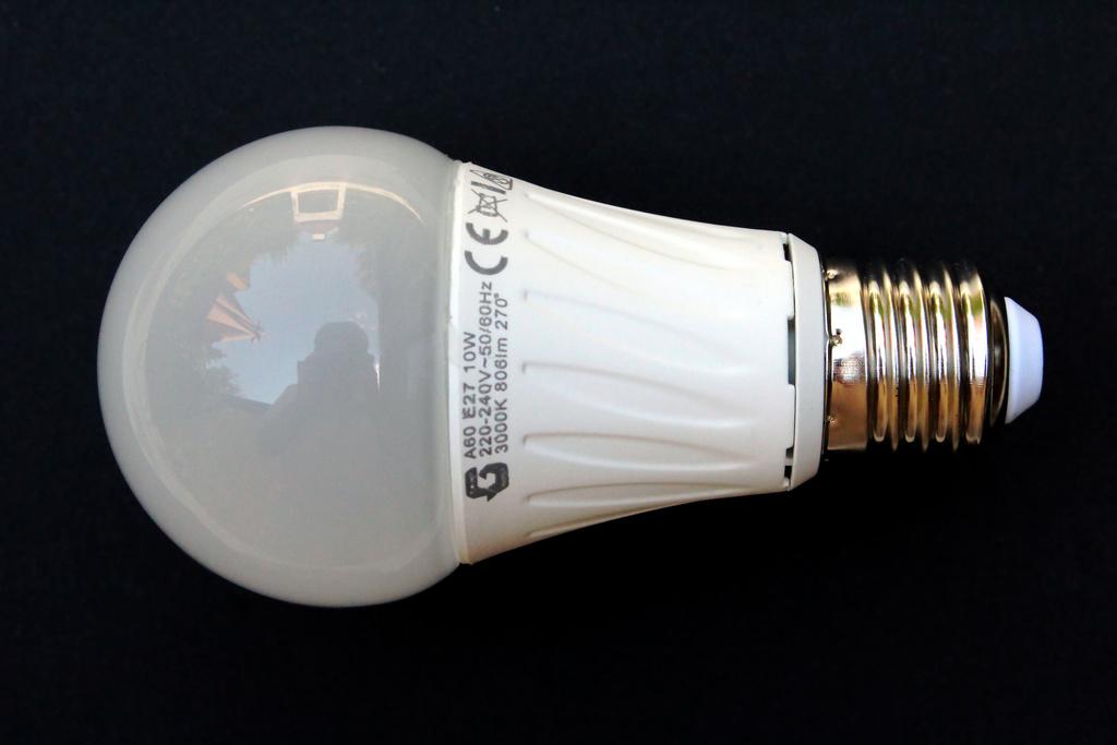 5 ampoules led gratuites du lundi 30 octobre au 3 novembre communaut d 39 agglom ration du val d. Black Bedroom Furniture Sets. Home Design Ideas