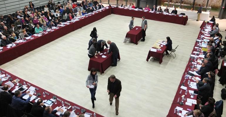 Fond flou : Le Conseil Communautaire de la nouvelle Agglomération installé !